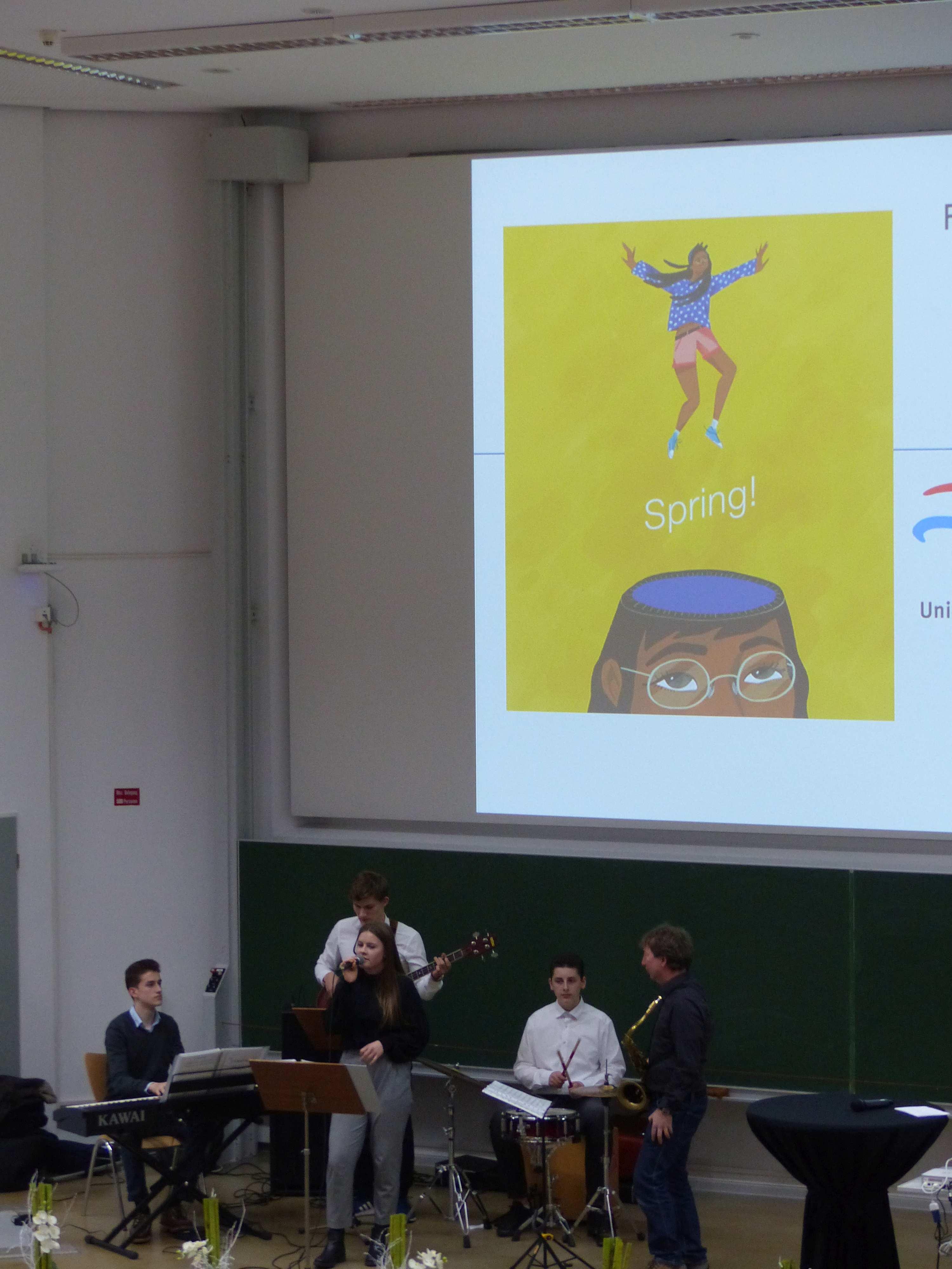 Freudensprünge bei den Jungforschern   Ökumenisches Gymnasium zu Bremen
