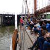 Freie Fahrt für die Franzius - Die Schleuse aus dem Neuen Hafen öffnet sich für uns.